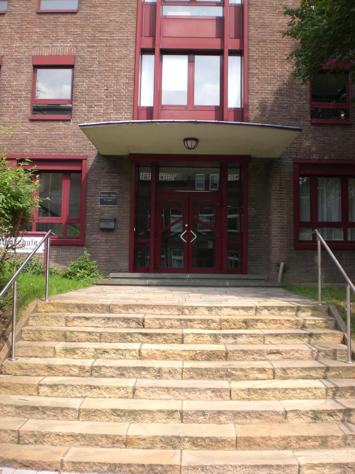 Eingang zur Maristenschule von der Hertener Straße